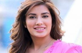 A Girl Can Be Happy Without Marriage For 30 Years: Mehwish Hayat